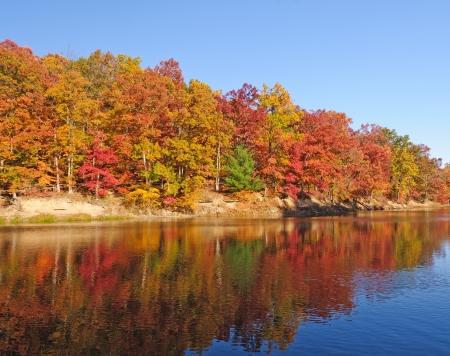 シュトラール湖ブラウン郡州立公園で秋の反射 写真素材