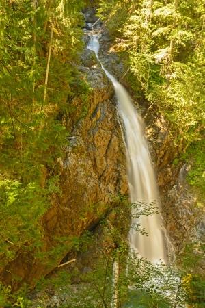Haute Myra Falls dans le parc provincial de Strathcona au Canada Banque d'images - 22742802