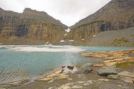 몬타나의 빙하 국립 공원에있는 가을에있는 얼음 위 Grinnell 호수