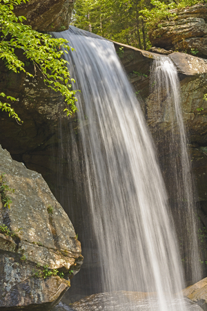 eagle canyon: Eagle Creek Falls on a Spring Morning in Cumberland Falls State Park in Kentucky Stock Photo