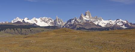 アルゼンチンのエル ・ チャルテン近くパタゴニア山のパノラマ