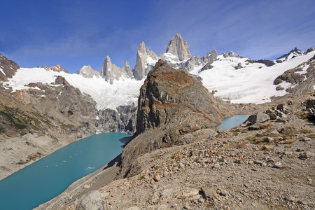 los glaciares: Patagonian Panorama in the Andes of Mount Fitz Roy and Glacial Lakes
