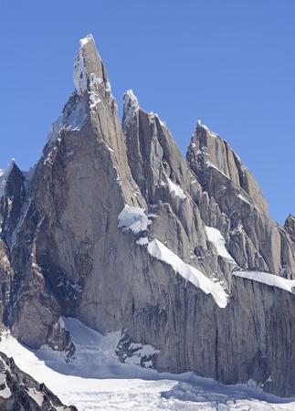 cerro chalten: Pinnacles in the Andes in Los Glaciares National Park in Argentina
