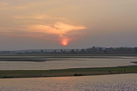 インドで Kabini 川に沈む夕日 写真素材