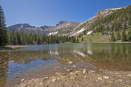 Dramatic Mountains Rising Over an Alpine Stella Lake in Great Basin National Park in Nevada Banco de Imagens