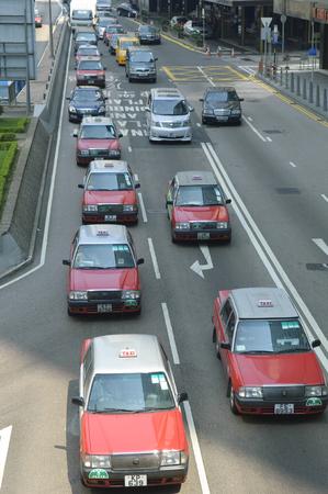 taxista: Los taxis y el tráfico en Harcourt Road, Hong Kong, Hong Kong