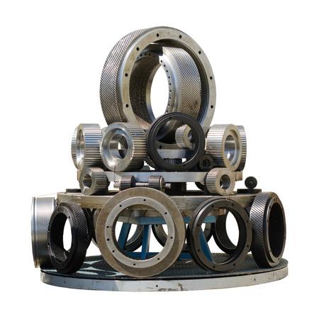 Pellet molen rollen en ring sterft gerangschikt op een ronde staan, geïsoleerd op een witte achtergrond.