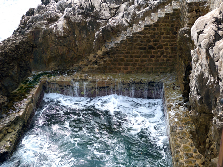 natural environment pool, fed by sea water.