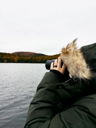 Nobody taking pictures at the edge of a lake Stockfoto