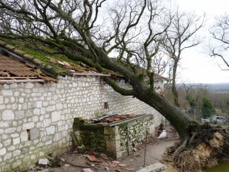 huizen verwoest tijdens een storm Stockfoto