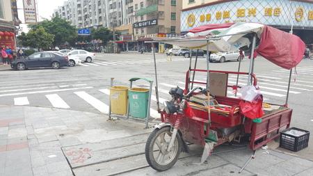 peddle: Street peddle on motor vehicle