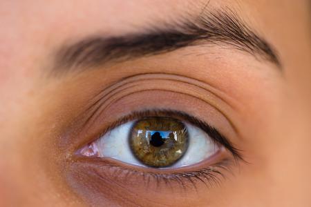 ojos marrones: Ojo femenino fotografiado con lente macro