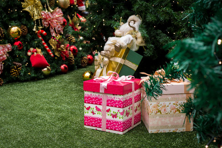 gift spending: Gifts under Christmas tree