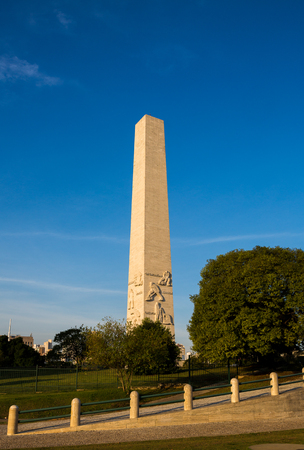obelisco: The Obelisk to the Heroes Mausoleum of 32, also known as Obelisco do Ibirapuera or Obelisk of S? ? o Paulo, is a Brazilian funerary monument located in Ibirapuera Park, in the homonymous neighborhood in Sao Paulo, Brazil.