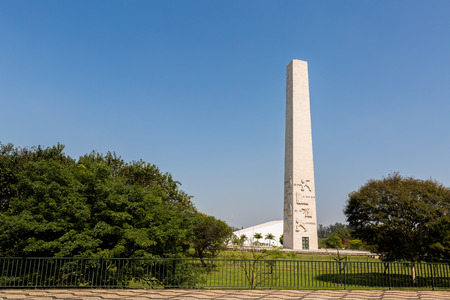 obelisco: Sao Paulo, Brazil.11, September 2016. The Obelisk to the Heroes Mausoleum of 32, also known as Obelisco do Ibirapuera or Obelisk of Sao Paulo, is a Brazilian funerary monument located in Ibirapuera Park, Brazil.