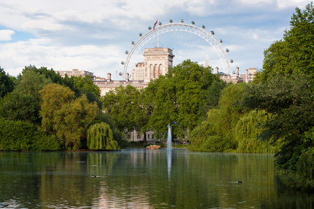 st jamess: London, England. May 22, 2014. St. Jamess Park is the oldest of the Royal Parks of London located in the City of Westminster. In the background, the London Eye.