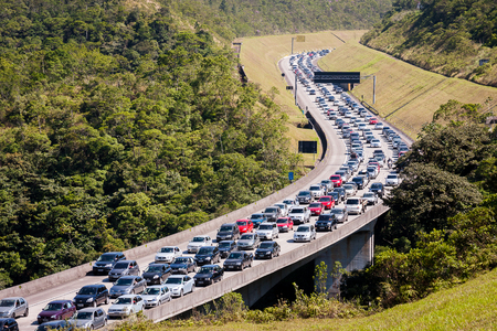 paciencia: Imigrantes Highway, Sao Paulo, Brazil. August 18, 2012. Traffic jam on the Immigrant Highway on an extended holiday weekend.