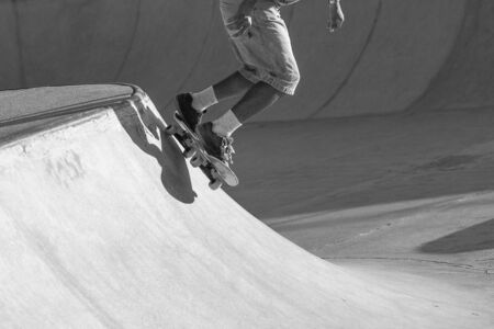 Skater Dropping in a Bowl. Imagens