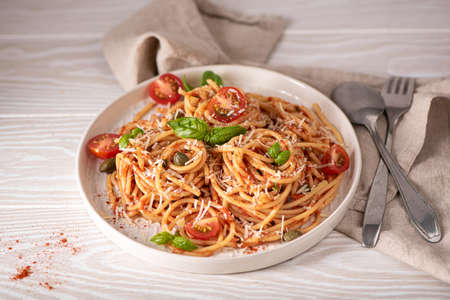 spaghetti with tomato sauce, basil and parmesan on a white plate Imagens