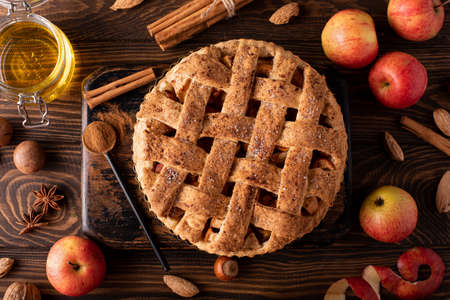 apple pie from autumn apples with cinnamon and honey on a wooden table, top view Stockfoto