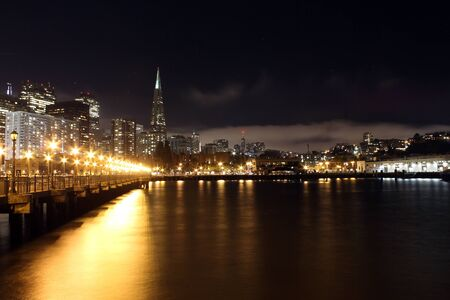 The pier and the Transamerica building in San Francisco Stockfoto