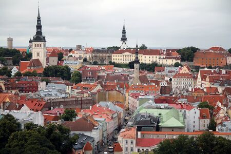 Downtown historical medieval Tallinn skyline with colored houses Standard-Bild