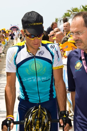 lance: Forte dei Marmi, Pisa - May, 26: some cycling professiona athletes before the race of the 13th stage of Giro dItalia of 2009