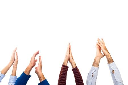 aplaudiendo: Manos alzadas por palmas sobre fondo blanco