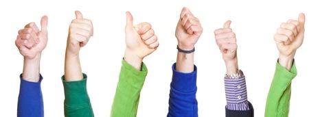 foule mains: Thumbs Up sur fond blanc Banque d'images