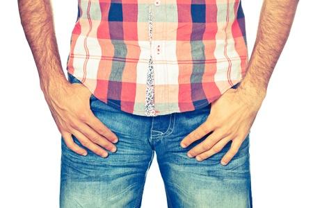 muscle shirt: Hombre joven con pantalones vaqueros y camisa, Close Up