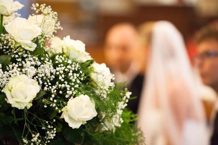 familia en la iglesia: Ver Enfoque de la Novia y el Novio