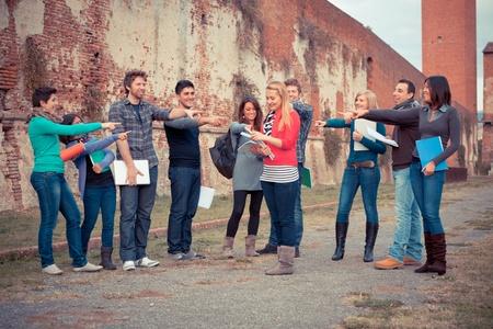 conflictos sociales: Alumna se Acosado por el Grupo de