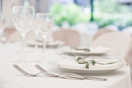 table cloth: elegant decoration of table in a restaurant