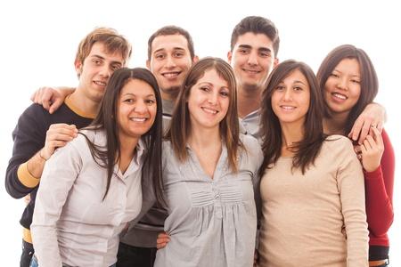 Grupo Joven Multirracial en el fondo blanco