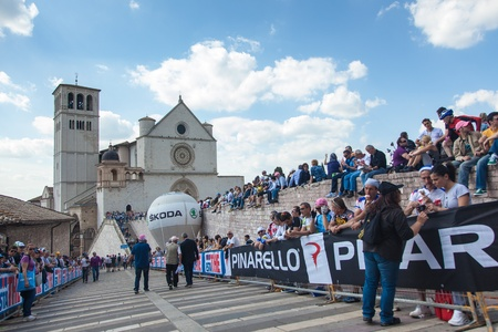 ASSISI, PERUGIA, ITALY - MAY 15: Many persons waiting for cyclists during the 10th stage of 2012 Giro d'Italia on May 15, 2012 in Assisi, Perugia, Italy Stock Photo - 13685636