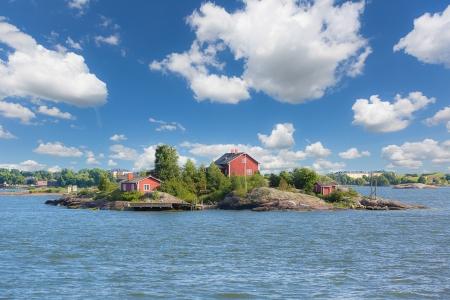 海の景色とヘルシンキの横にある小さな島