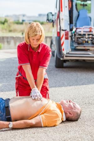 ambulance: Socorrista Practicar Corazón Masaje