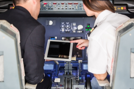 piloto: Piloto y Copiloto Verificaci�n de Informaci�n de Vuelo de la tableta digital