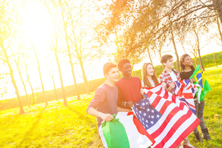 bandera reino unido: Banderas amigos adolescentes de la explotaci�n agr�cola de distintos pa�ses