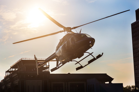 桟橋に着陸するヘリコプター 写真素材