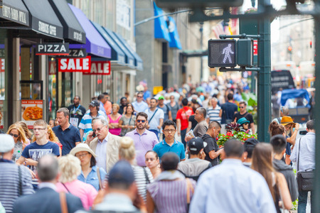 NEW YORK, USA - AUGUST 28, 2014: Crowded sidewalk on 5th Avenue with tourists and commuters on a sunny day. 報道画像
