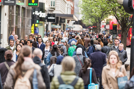 LONDON, UNITED KINGDOM - APRIL 17, 2015: Crowded sidewalk on Oxford Street with commuters and tourists from all over the world. Publikacyjne