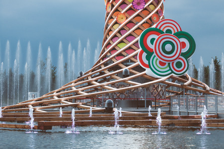 albero: MILAN, ITALY - JUNE 01, 2015: The tree of life (Albero della vita in Italian) and close up detail of Expo 2015 logo, with Italian flag colors. Editorial