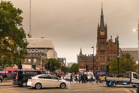 런던, 영국 -10 월 16 일, 2017 : 런던과 영국 폭풍으로 극적인 하늘 Ophelia 모래와 먼지를 가져온다