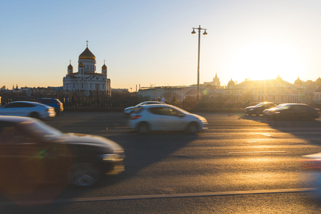 Moscow, Cathedral of Christ the Saviour at sunset with traffic on foreground. Blurred cars over a bridge with the famous church on background. Travel and architecture concepts Standard-Bild