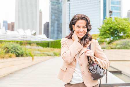 Happy business woman portrait smiling with modern city background - Independent woman, success concept and productive attitude with American woman in USA, Chicago Zdjęcie Seryjne