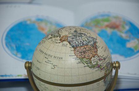 Mapa kuli ziemskiej i świata Zdjęcie Seryjne - 5028007