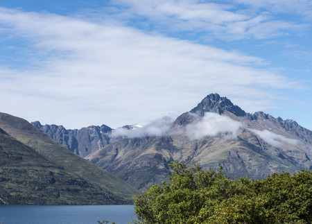 mountain ranges: mountain ranges and cloud in New Zealand