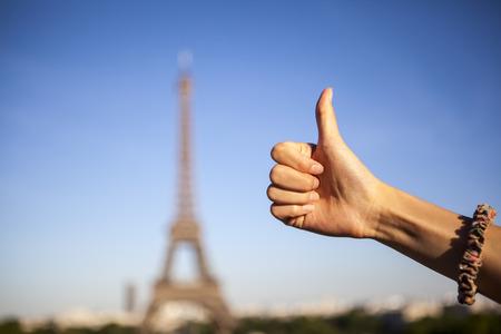 thumb up on Eiffel Tower, Paris Zdjęcie Seryjne