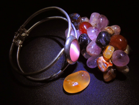 finery: Game Brazilian stones for beautification of female shelves.